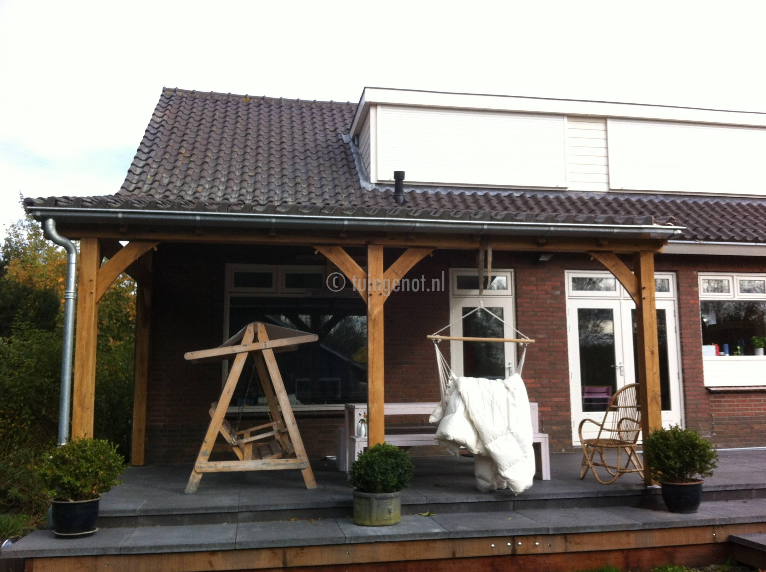 Overkapping maken met dakpannen residentieel complex - Hoe dicht terras ...
