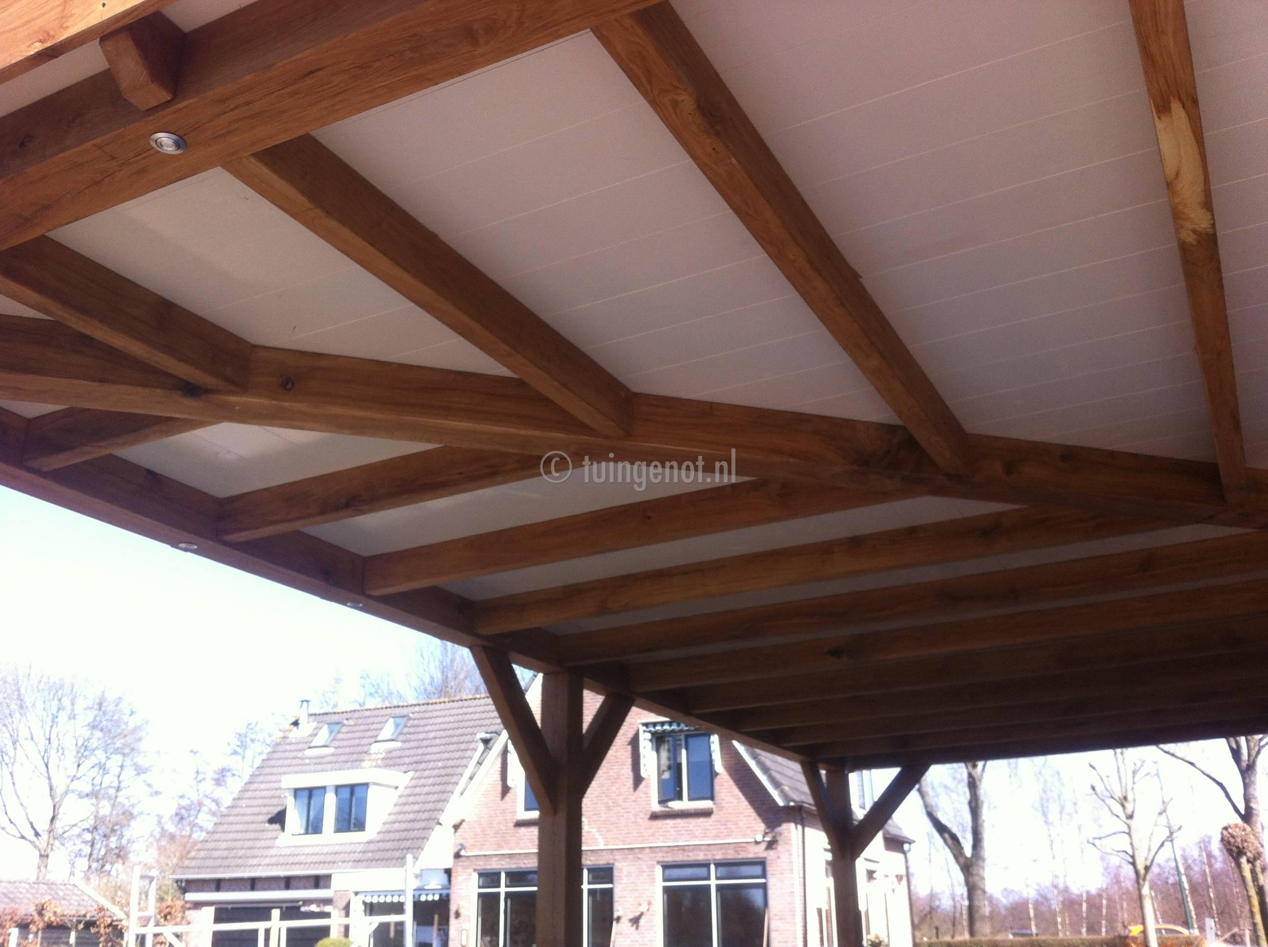 Tuingenot: 55. eikenhouten veranda met dichte en een open dak