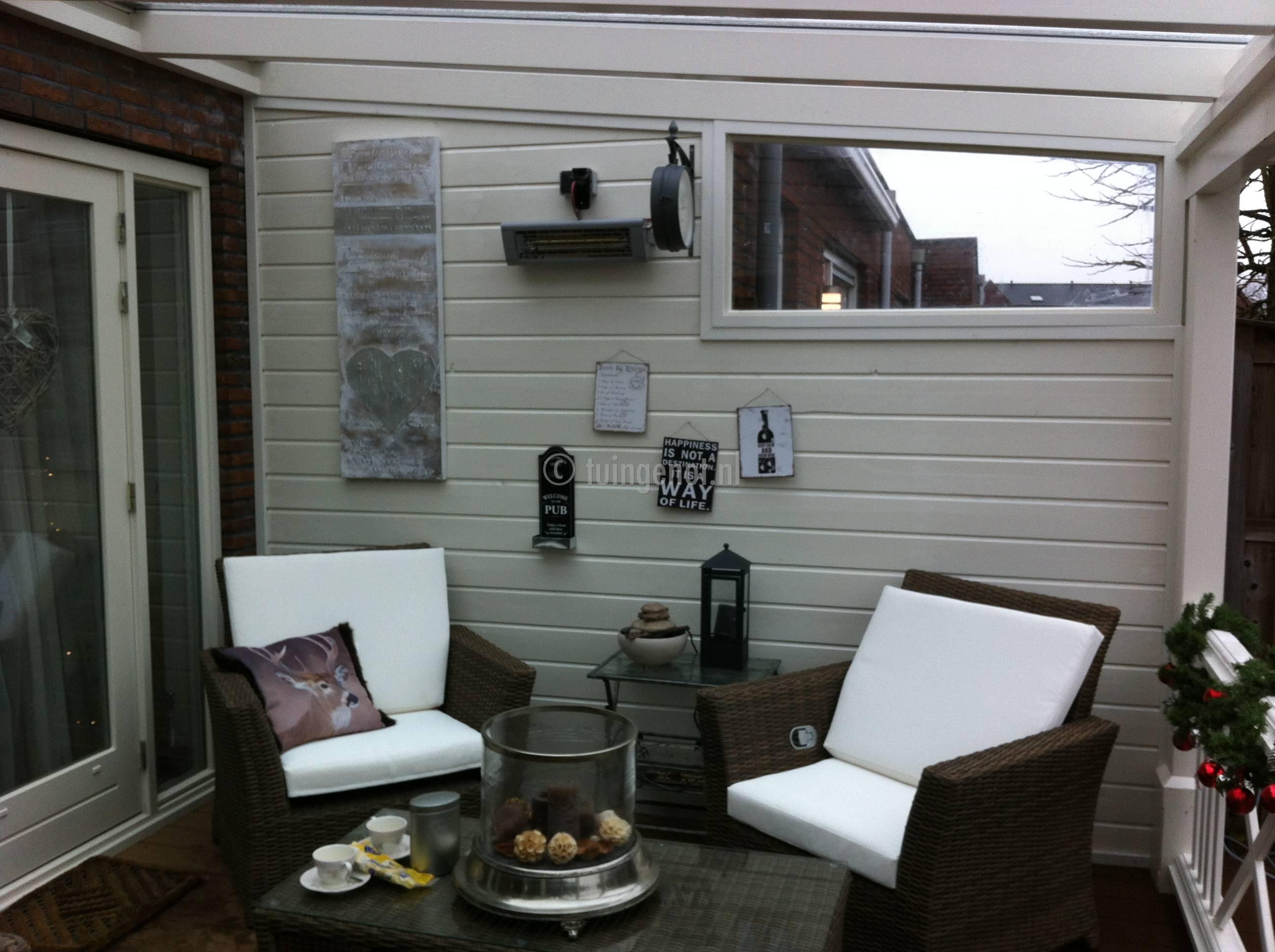 Tuingenot 62 houten zijkanten - Interieur van een veranda ...