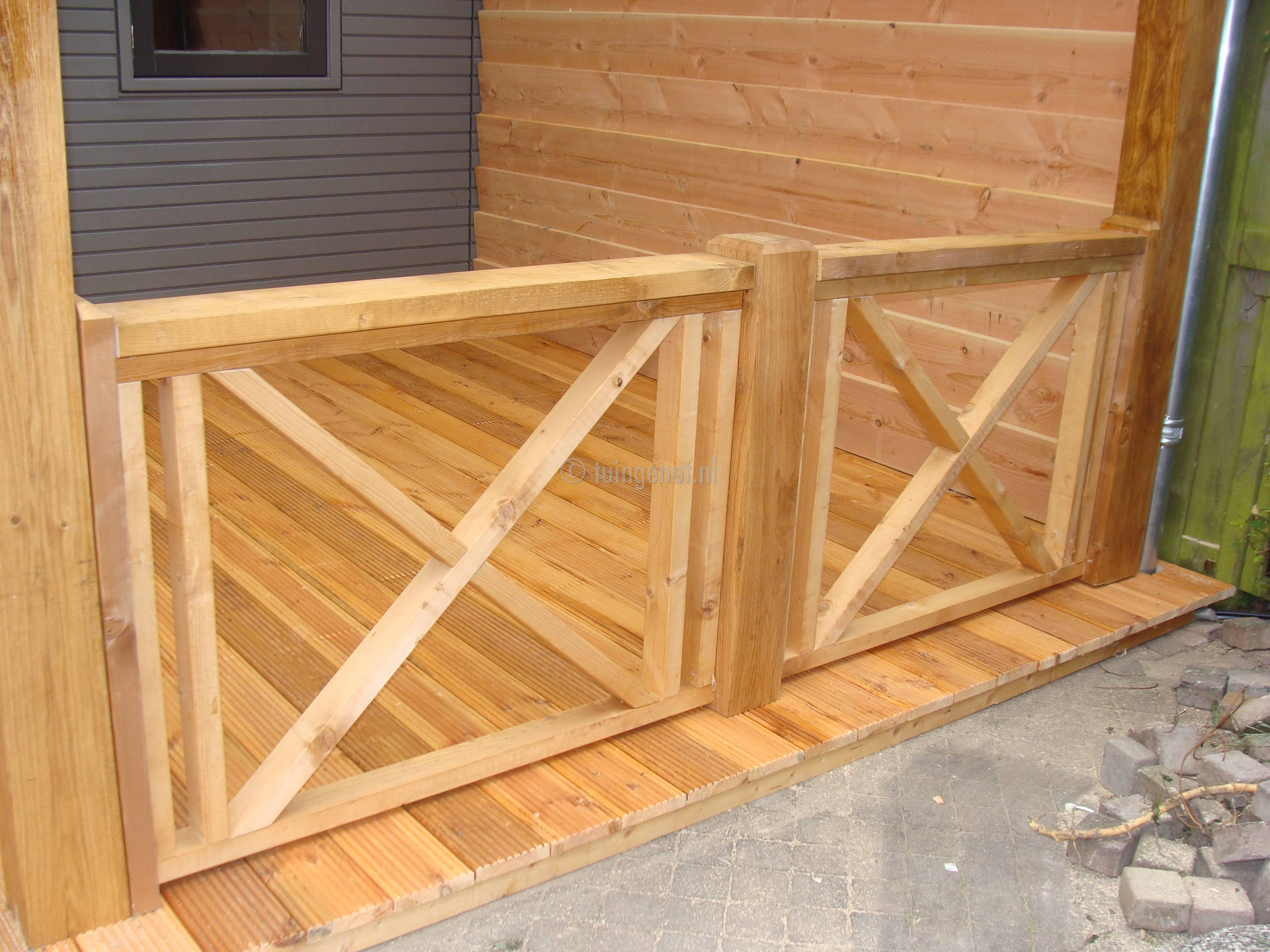 Top Tuingenot: Houten balustrades voor bij de veranda &JV27