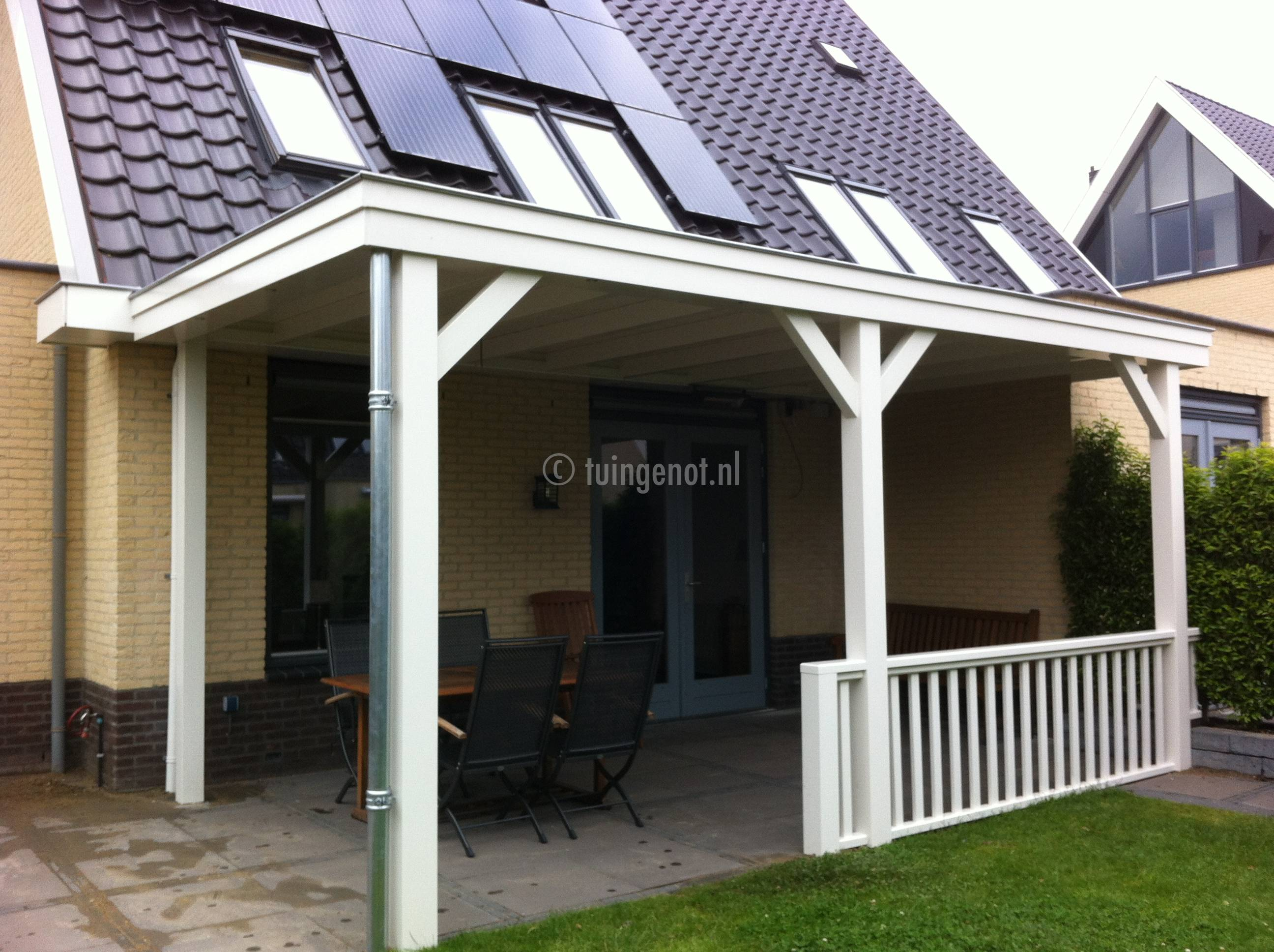 Tuingenot veranda met hek for Houten veranda