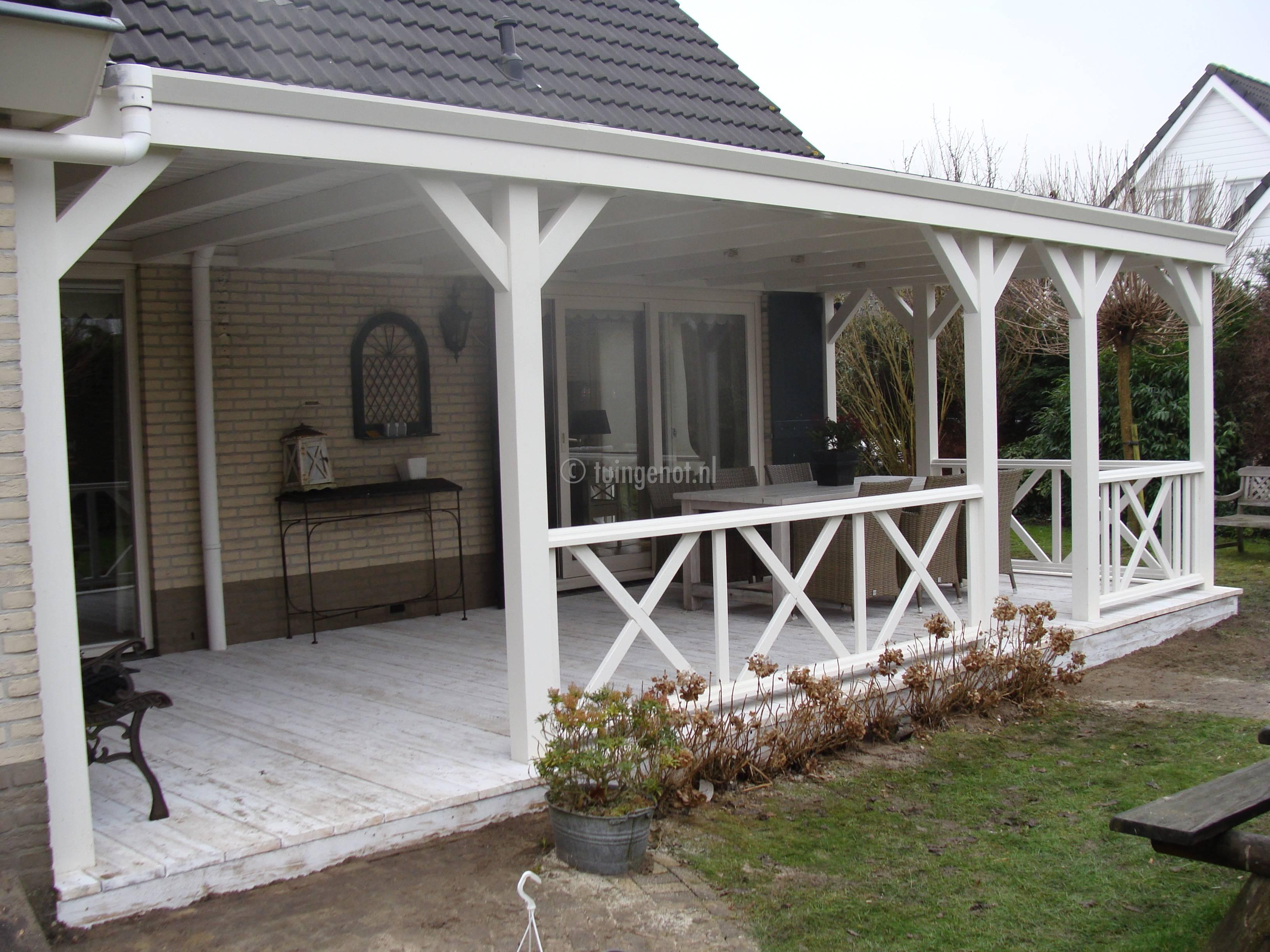 Tuingenot lariks houten veranda overkapping met epdm daksingels polycarbonaat pvc of glazen - Fotos terras ...