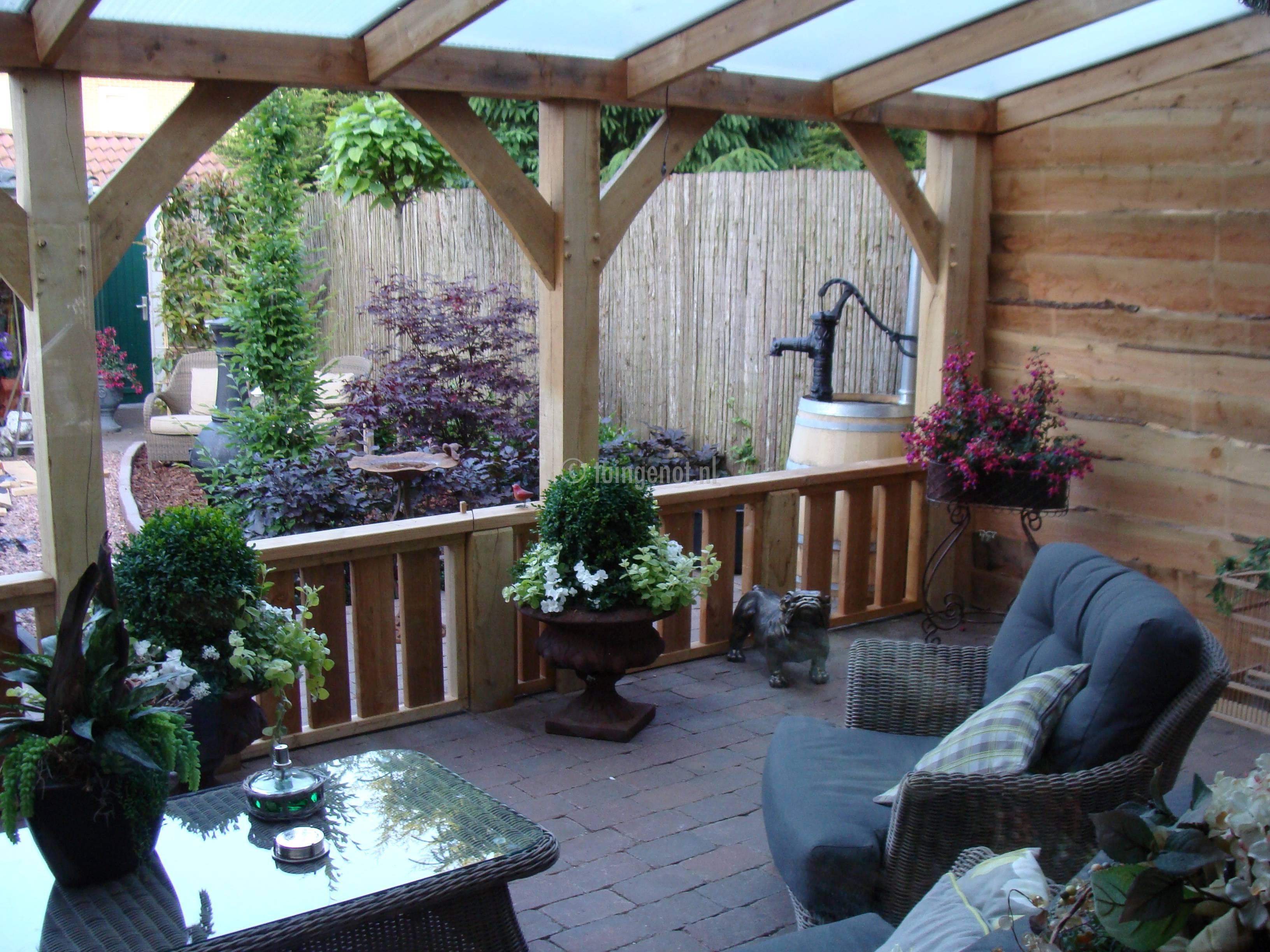 Tuingenot lariks houten veranda overkapping met epdm daksingels polycarbonaat pvc of glazen - Decoratie binnen veranda ...