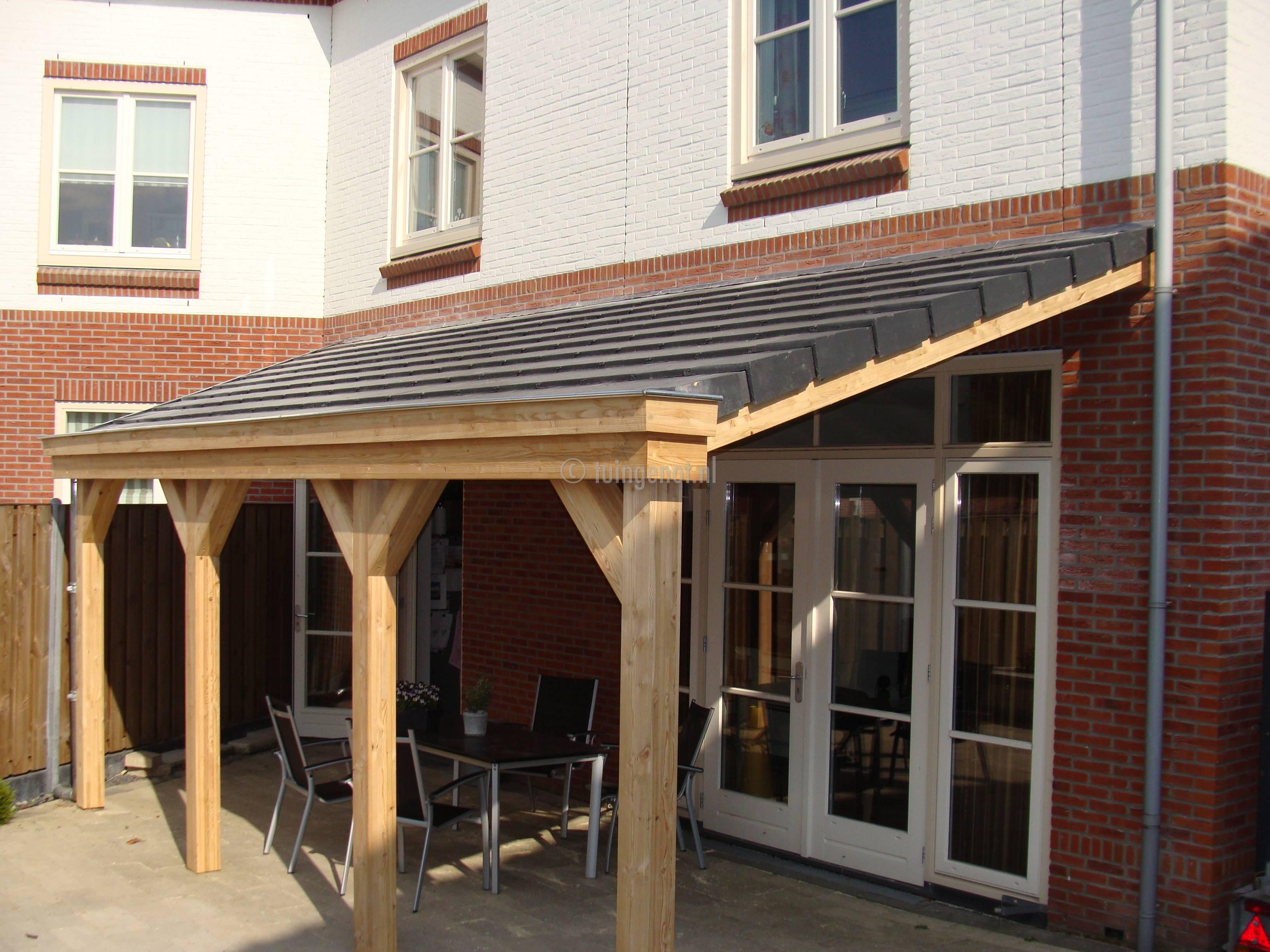 Tuingenot lariks houten veranda overkapping met epdm daksingels polycarbonaat pvc of glazen - Veranda met stenen muur ...