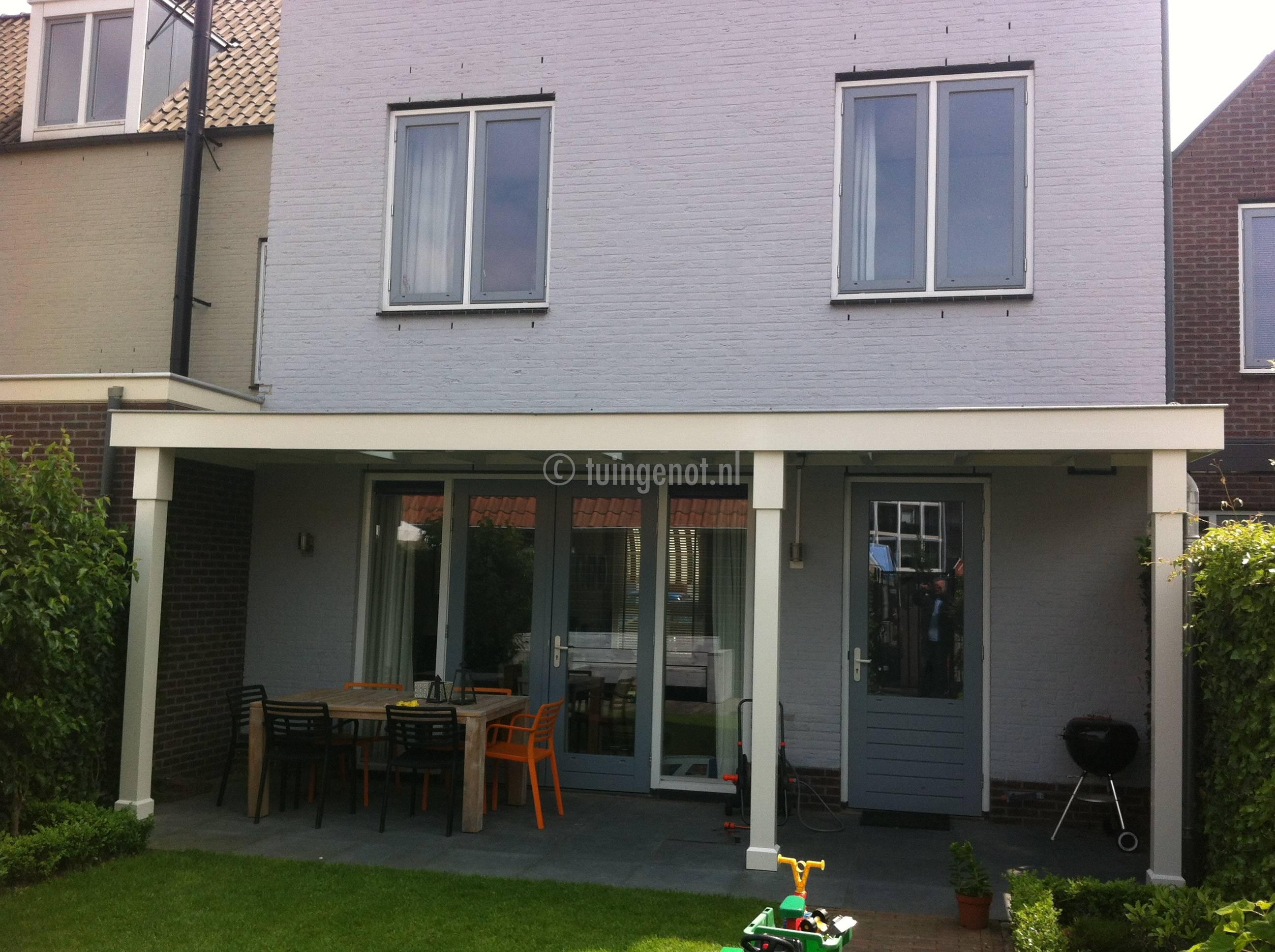 Tuingenot hardhouten veranda van tuingenot daksingels for Houten veranda